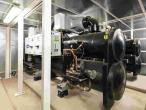 Des thermofrigopompes qui produisent chaud et froid sont disposées dans la sous-station d'îlot de Centrale Supélec © Carlos-Ayesta 2